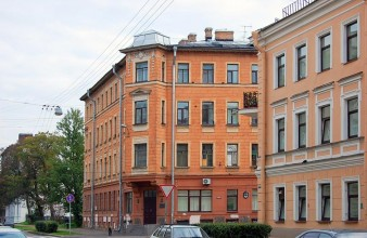 Продаются 2 смежные комнаты площадью 32 кв.м с эркером в центре города – вид на три стороны