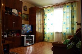 Продается 3-комн. двухсторонняя квартира с ремонтом в пос.Тельмана в теплом кирпичном доме