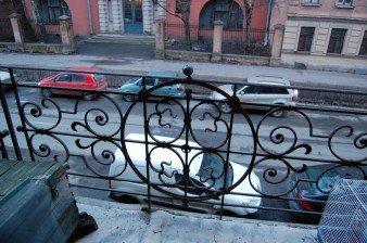 Продаётся 100-метровая квартира с камином на тихой улице в центре Питера