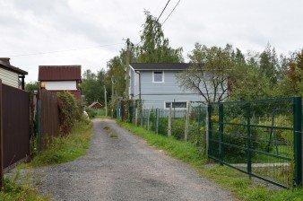 Земельный участок с гаражом и домом в Горелово - 15 мин. от метро