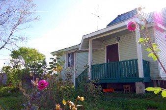 Продаётся зимний дом с коммуникациями в черте города, 14 соток ИЖС