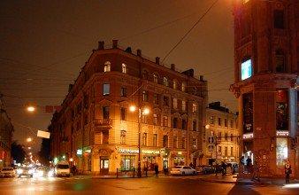 Недалеко от метро Коллонтай продается комната-студия в балконом