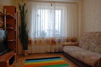 Продается комната в трехкомнатной квартире в Приморском районе в доме 2005 года
