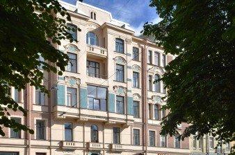 Продаётся трехкомнатная квартира в центре Санкт-Петербурга